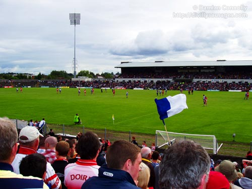 Monaghan and Derry waiting on a kickout